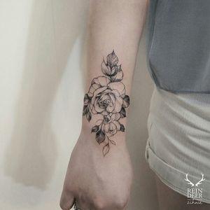 By zihwa_tattooer #zihwa #blackwork #linework #rose #flower
