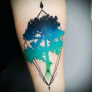 #magandreamtattoo #forest #tree #symmetry #watercolor #geometricwatercolor #LeadingLightSandvika #helenesol