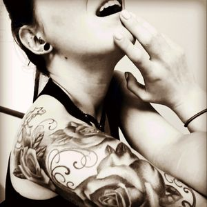#ink #inkedgirls #inkedmag #rosetattoo #blackandgray