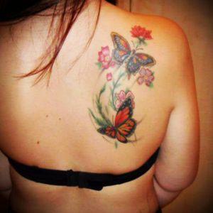 Zomer 2012 - flowers & butterflies #upperback #shoulder #flowers #butterfly #butterflytattoos
