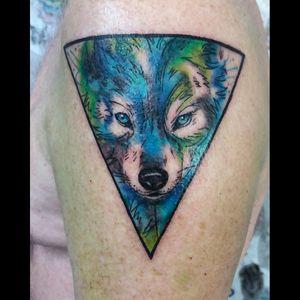 #wolftattoo #geometricwatercolor #watercolorwolf #colortattoo #femaletattooartist #femaletattooer #tattoobrazil #tattoorj #aquilatattoo #carolinahelenaart