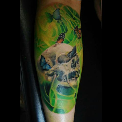 Skull and butterfly #skull #skulltattoo #butterfly #yaro #yarotattoo