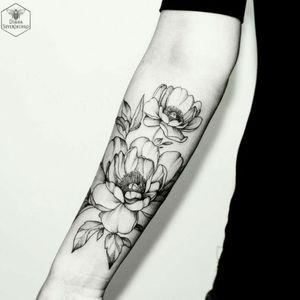 #megandreamtattoo #flowers #feminine