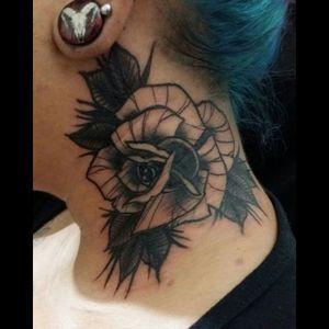 #tattoo #tattoosp #tatuagem #rose #rosetattoo #neotraditional #neotrad #neotradrose #blackwork #blackworkrose #blackrose