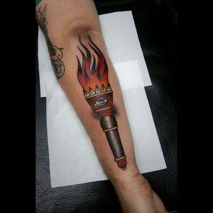 #tattoos #tatuagem #customtattoos #loveclassictattoos #traditionaltattoos #oldschooltattoo #tattooart #tattooartist #traditional_tattooartist #boldlines