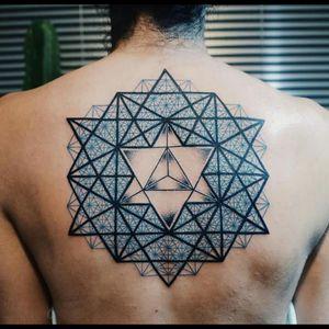 Amazing geometry Fine Line Tattoo by brazilian artist Raphael Lopes! #RaphaelLopes #metamorphosistattooparlor #fineline #perfect #geometry #geometric