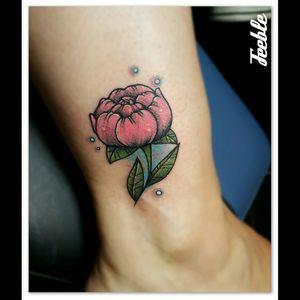 #feebletattoo #tattoist #medusastore #medusatours #girlwithtattoo #flowertattoo #feebleink