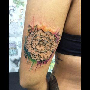 #peonytattoo #peonyflower #flowertattoo #watercolortattoo #linework #artfusion #carolinahelenaart #aquilatattoo #tattoorj #tattoobrazil #femaletattooartist