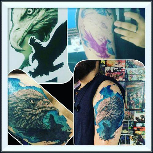 Maravilhosa arte feita por @johnneedle!!  O melhor tatuador da atualidade! #JohnNeedle #aguia #eagle #eagletattoo #aquarelltattoo #aquarela