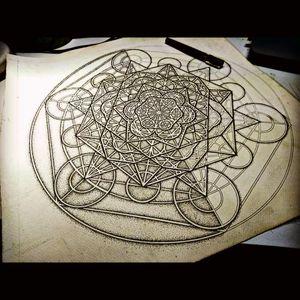 #geometric #epic #tattoo #metatron #cube #metatronscube #flower #live #floweroflife #floweroflifetattoo #dotwork #dotstolines #black #work #blackwork #blackworktattoo #geometry #geometrytattoo #drawing #pen #negative #masterpiece