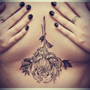 #love #sternumtattoo #floral #boquet #flowers #blacklines #prettytattoo