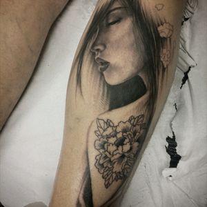 In progress #geisha #gueixa #tattoodo #gueisha #gueixatattoo #womantattoo #realistictattoo #realismtattoo