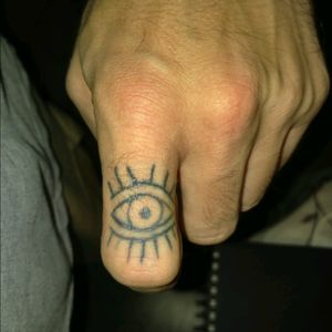 Was bored one day after tuning my machine up, so I did an eye on my finger #fingertat #inkaholic