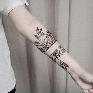 By #UlsMetzger #roses #blackwork #dotwork #linework #rose #flower