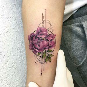 By #evakrbdk #peonies #geometric #flower
