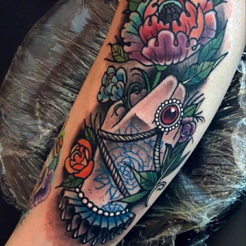 Loved doing this piece! #oldlines #uktta2016 #tattoodo #uktta #handtattoos #real_traditional #neotraditionaltattoo #neotrad #tattoosnob #neotrad #neotradsub #ntgallery #thenewtraditionalistseurope #tattooartistmagazine #liverpooltattooartist #liverpooltattoo #tattooliverpool #tattooworkers #tattoo_work #inkjunkies #the_best_tattoos_magazine #sketch #tattoodesign #neotradart #ladyheadtattoo #gypsyheadtattoo#killerink #eikon #fusionink