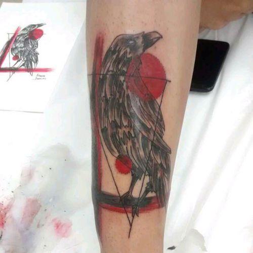 Corvo Artista: Amanda Barroso  OCA Tattoo - Valinhos/SP #OcaTattoo #crow #trashart #redandblack