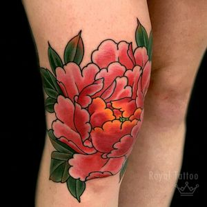 Alexandra's pretty peony knee by @henningjorgensen For info or bookings pls contact us at art@royaltattoo.com or call us at + 45 49202770 #royal #royaltattoo #royaltattoodk #royalink #royaltattoodenmark #henningjørgensen #thedane #thegreatdane #peony #peonytattoo #cooltattoo #knee #flower #flowertattoo #japanese #japanesetattoo