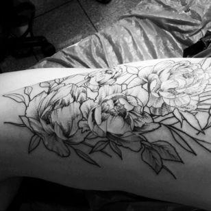 #peonis #flower #leg #bigtattoo #inprogress