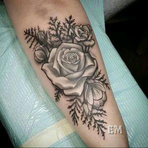 Flowers and fern . . . .#pdxtattoo #tattoosnob #tattooartistmagazine #artcollective #tattooistartmag #gresham #portland #portlandtattoo #realistictattoo #bestink #besttattoo #superbtattoos #supportgoodtattoos #guyswithtattoos #chickswithtattoos #amazingtattoos #cleantattoos #pdx #pnw #pdxink #greshamoregon #ladytattooers #springfieldoregon #roseburg #eugene #tattoodo