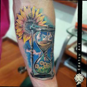 Really fun to do. #draw #art #tattoos #sunflower #sandclock #skytattoo #floraltattoo #sunflowertattoo
