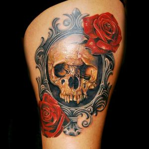Skull and roses with Vintage frame