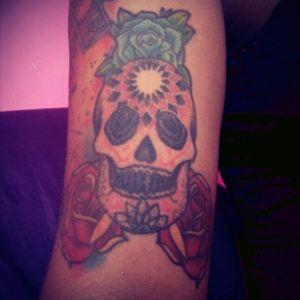 #skull #roses #skullandflowers #sugarskull #puntillism #CalaveraTattoo #calaveras #mexicanart #mexicana