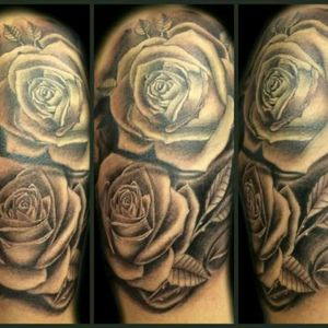 Roses, done Whit kaco Tattoo machine Black and grey work. #blackandgrey #tattooer #tattoo #tattoos #tatuajes #rosestattoo #flowertattoo