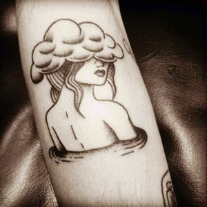 In love ❤ #instattoo @nataliatanzitattoart_ #Girl #cloud #braziltattooers