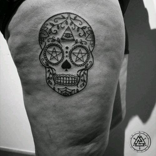 Calavera mejicana para Isa. Gracias #tattoo #tattoolife #tattooist #design #diseño #diseñodetatuaje #ink #blacktattoo #sketch #calavera #mexico #tattooart #draw #lotus #lotustattoo #original #lifestyle #lovetattoo #tattooedwomen #tattooedgirl #tattooed #model #surreal #craneo #madrid #tattoomadrid #tatuaje #picoftheday #sugarskull #sugarskulltattoo
