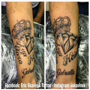Instagram: @skavinsk #ericskavinsktattoo #diamondtattoo #tattoodiamante #tattoocoroa #nametattoo #blackandgreytattoo #tribute #homenagemtattoo #namps #letrastattoo #lettering #sombreado #tattoodo #eletricink #artfusion