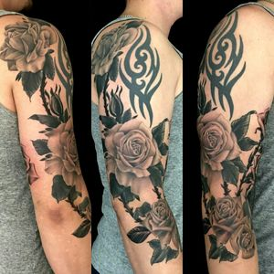 Roses by @taiobatattoo For info or bookings pls contact us at art@royaltattoo.com or call us at + 45 49202770 #royal #royaltattoo #royaltattoodk #royalink #royaltattoodenmark #helsingørtattoo #ElsinoreInk #rose #rosetattoo #blackandgrey #blackandgreytattoo #flowertattoo #beautiful