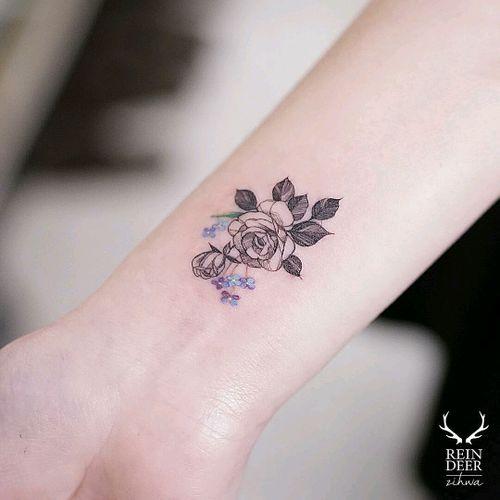 By #zihwa #flowers #rose #pretty #wrist #wristtattoo #floral #welove