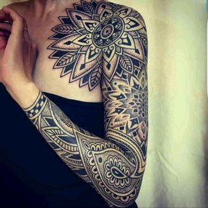 #blackandgrey #ornament #ornamental #OrnamentalBlackwork #geomertic #geometrcipattern #blackwork #sleeve #mandala #mandalaart #art #inked #tattoos #tattooed #megandreamtattoo #tattoo #dot #DotArt #dotwork #detail #fineline #linework