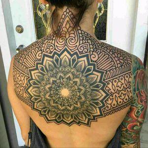 #linework #fineline #finelineblackandgrey #lineworkers #mandala #mandala_tattoo #mandalaart #ornamental #blackwork #blackandgrey #tattoo #Geometrical #pattern #paterntattoo #dotwork #tattoo #dreamtattoo #brasil #back #backtattoo