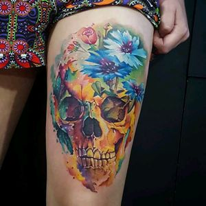 Amazing colorful skull by brazilian artist @claytondias #skull #caveira #colorida #colorful #watercolor #aquarela #flores #flowers #tatuadoresdobrasil #ClaytonDias