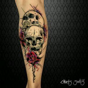 Skulls by brazilian artist @chrissantos #skull #caveira #flor #flower #tatuadoresdobrasil