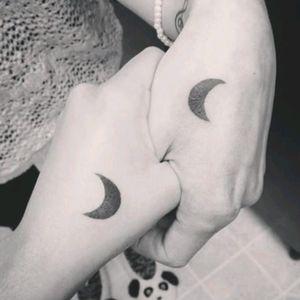 #mano #hand #mujeres #friend #sister #woman #moon #friends #mujer #luna #sisters #blacktatbtattoo
