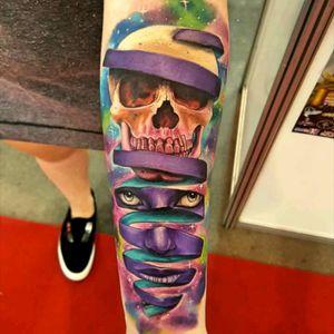 Great crazy and colorful tattoo by @vinnimatos #skull #caveira #colorida #colorful #aquarela #watercolor #VinniMatos #tatuadoresdobrasil #BrazilianArtist
