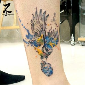 La mésange aquarelle proposée en flash à Cosne. Blue tit tattoo flash. #tit #bluetit #bird #color #mesange #mesangebleue #couleur #oiseau #colortattoo #drawing #watercolortattoo #watercolor #graphictattoo #tatouageaquarelle #aquarelle #tatouagegraphique #tatts #tattoos #girlswithtattoos #womantattoo #dessin #tattooart #tattooartist #zeldabjj #zeldablackjeanjacques