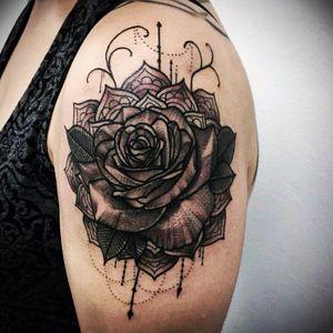#flower #flowerattoo #flowertattoo #flowerstattoo #bigflower #tattooflor #tattoofloral #tattooflower #tattooflowers #dark #darkflower #Darkness #dark_spirit_tattoo #bigart #upperarmtattoo Pretty *-* !