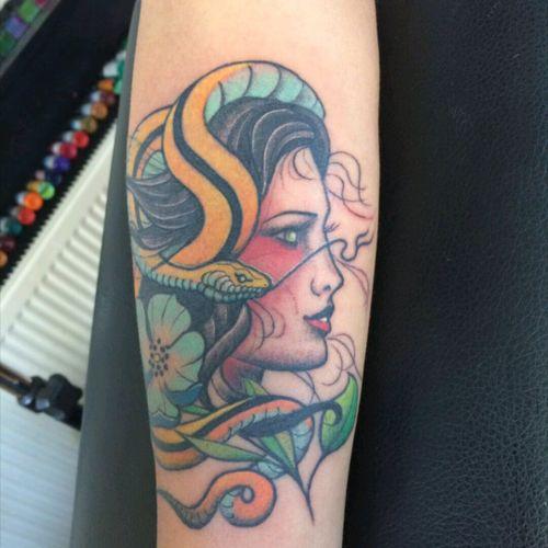 #tattoo #womenart #snake #traditional_tattoo
