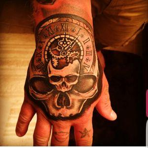 Hand tatt