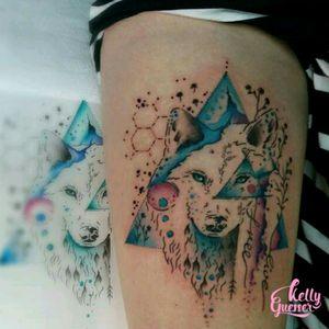 Custon tattoo #watercolor #watercolortattoo #tattooaquarela #kellyguesser #tatuagensfemininas #tatuagensdelicadas #tatuadora #tatuadoresdobrasil #aquarela #tatuagemaquarela #tatuagemcolorida #wolfwatercolor #wolftattoo #wolf