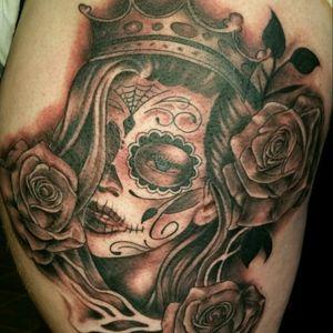 #blackandgrey #queen #dayofthedeadgirl #tattoo #art #artist #tattmandos #roses #thightattoo