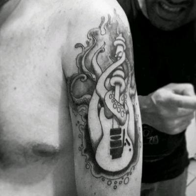#guitar #tentacles #tatuagem #tattoos #tattoed #dotwork #dotworktattoo #blackwork #blacktattoo #tattooart #tattooartist #tattoolife #tattoobrasil #inkridercustom #saojosedoscampos #sjcampos