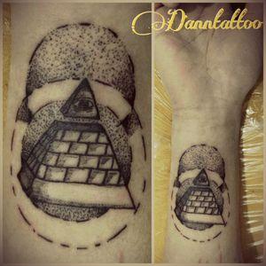 #tattoo #tatuaje #piramide #ojo #pyramid #eye #working