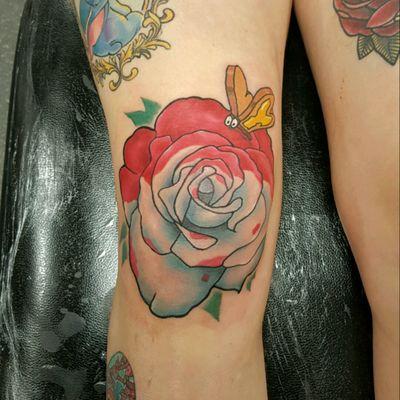 #tattoo #tattoos #disney #disneytattoo #disneyink #aliceinwonderland #AliceinWonderlandtattoo #rose #rosetattoo #whiterose #redrose #breadandbutterfly #kneetattoo #knee #newschooltattoo #colourtattoo
