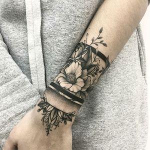 By #VladaShevchenko #armband #flowers #ornamental #bracelet #blackwork #dotwork #floral