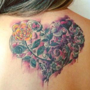 #Coração #Heart #tattoofeminina #Amor #Love #iluminaçãoespiritual #força #Cebolastattoo #tatuadorbrasileiro #brasiltattoo #tattoocoracao #tattooaquarela #tatuagemaquarela #Coraçãoaquarela #Coraçãodeflores #flowers #flowersandheart #tatuagemcolorida #tatuagemfeminina #tatuagembrasil